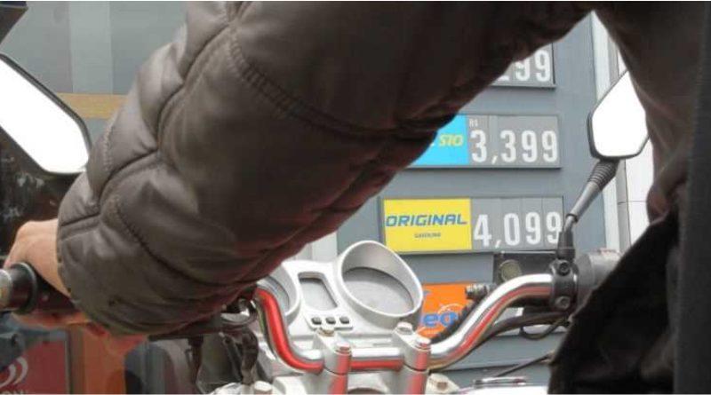 É a primeira vez em que o valor chega a esse patamar; desde julho, litro encareceu R$ 0,66
